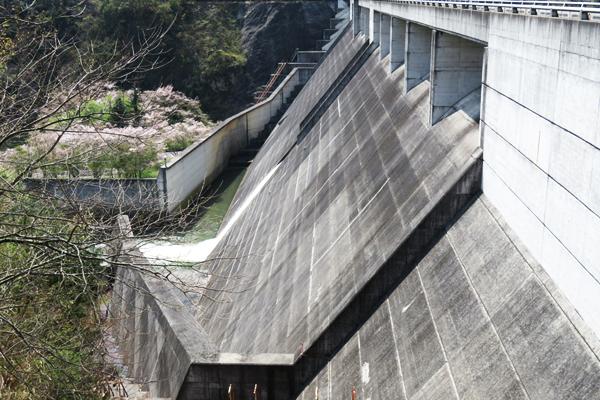 八塔寺川ダム公園
